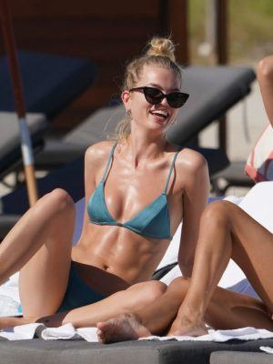 Daphne Groeneveld in Bikini at Miami Beach Relaxing