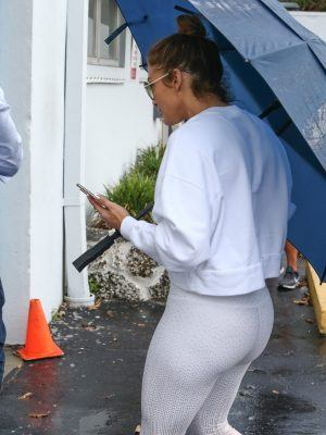 Jennifer Lopez Booty held Umbrella as she Arrive at the Gym in Miami