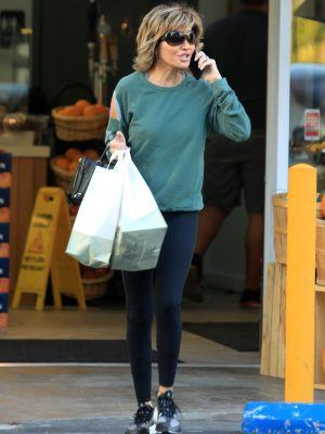 Lisa Rinna Picks up some Grocery at Jayd's Market in Bel Air