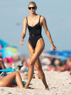 Devon Windsor and her Sister Alexandra Windsor at a Beach in Miami