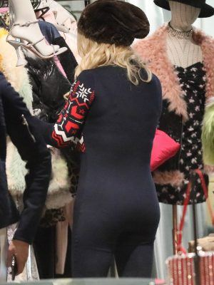 Jessica Simpson Booty, Out Shopping in Aspen