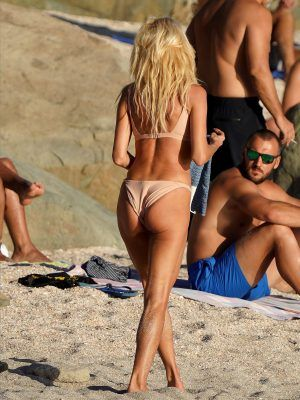 Victoria Silvstedt Booty in Bikini Under the Sun on Holiday in St Barts