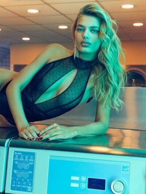 Bregje Heinen in Lingerie Photoshoot 2020