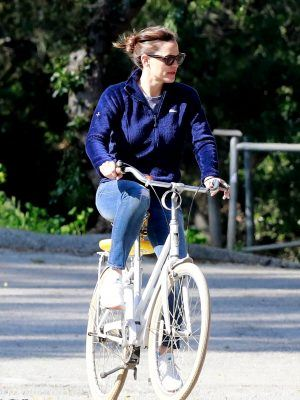 Jennifer Garner Playing with her Son and Cycling in LA