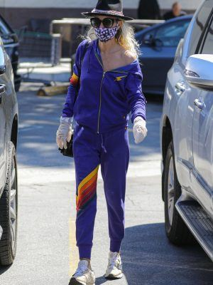 Laeticia Hallyday Wears a Mask at Grocery Store in Brentwood