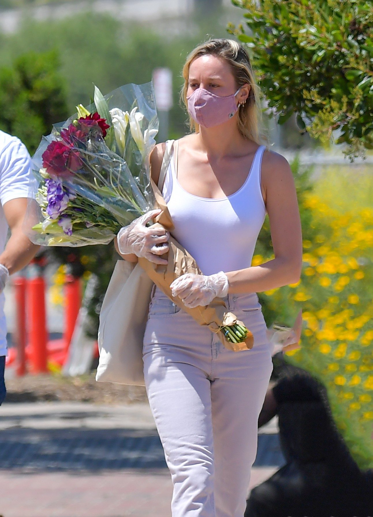 Brie Larson Pokies at a Farmer's Market in Los Angeles