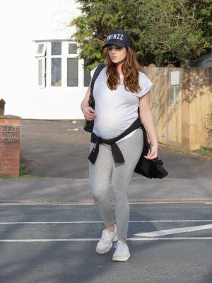 Chloe Goodman Shows off her Baby Bump