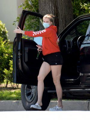 Ireland Baldwin Leggy in Shorts Out in Los Angeles