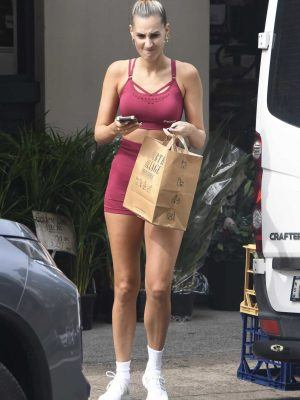 Laura Dundovic Booty while Shopping Candids