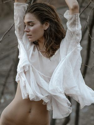 Rachell Vallori Stunning Figure in Photoshoot by Kesler Tran