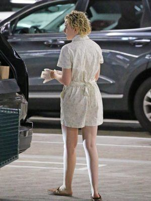 Julia Garner Leggy, Out Shopping in Studio City