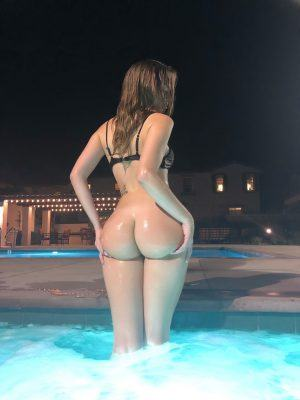 Molly Bennett shows her Perfect Butt while Posing in the Pool