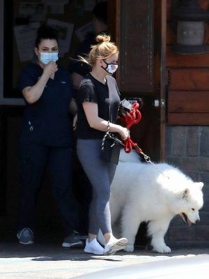 Ariel Winter with Dog to the Veterinarian for a Routine Check Up in Studio City