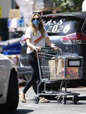 Elizabeth Olsen Booty, Leaving Whole Foods in Los Angeles
