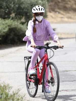 Isla Fisher Riding her Bike in Los Angeles