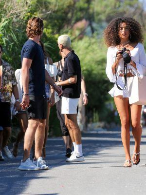 Izabel Goulart and Jessica Aidi Seen with Friends in Saint-Tropez