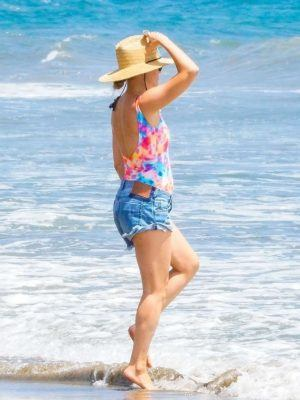 Kate Hudson Booty in Shorts at Beach in Malibu