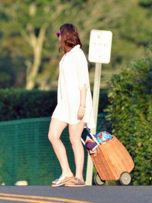 Anne Hathaway Leggy, Leaving a Beach in Westport, CT