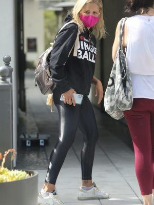 Sarah Michelle Gellar in Tight Leather Pants, Out in Santa Monica