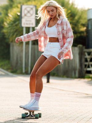 Lucie Donlan Leggy, Glides Down the Streets of Newquay on Her Skateboard