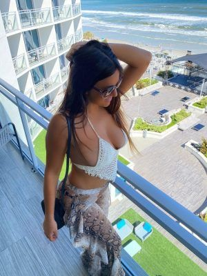 Claudia Romani Cleavage, Models for Uluwatu Collection in Daytona Beach
